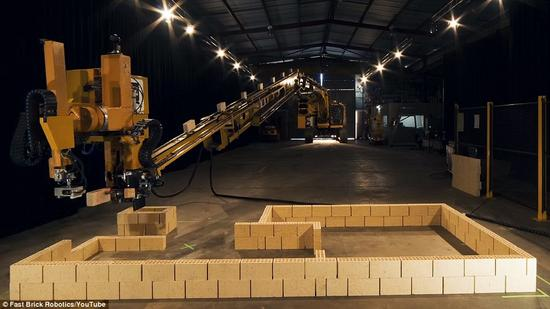 机器人瓦匠2天内建起一栋楼