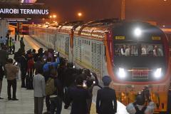 """肯尼亚蒙内铁路正式通车 """"中国制造""""让东非快起来"""