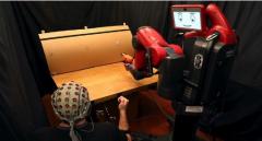 """麻省理工研制""""读心""""机器人 采用脑电波加手势控制"""