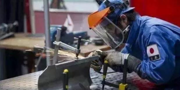 日本:我们从不做设备维修!